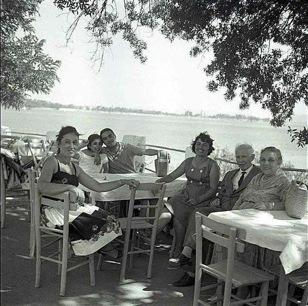 14. Moda Çay Bahçesi, İstanbul, 1964.