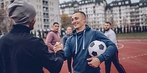 Bize de Bu #Yakışır: Bir Ortama Girdiğinde Nasıl Davranılması Gerektiğini Bilen Erkeklerin 10 Özelliği