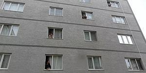 Koronavirüs Nedeniyle Evden Çıkamayan Komşular Camdan Cama Gün Yaptılar
