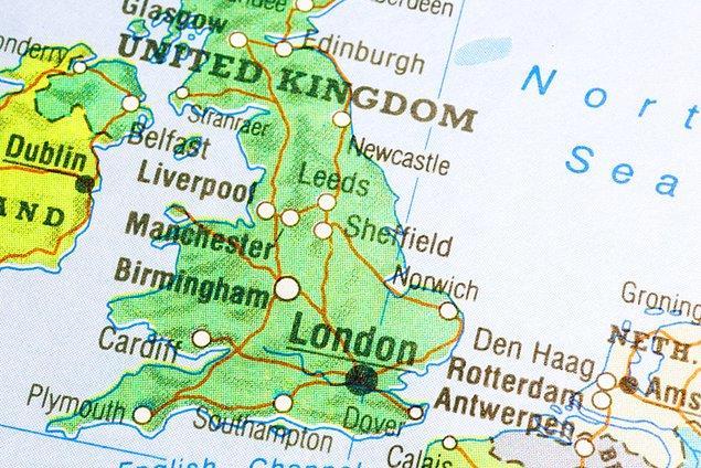 İngiltere'de son 24 saatte 393 kişi hayatını kaybetti