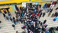 Sosyal Mesafe Sözde Kaldı: 1000 TL'lik Yardım İçin PTT Önlerinde Uzun Kuyruklar Oluştu