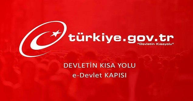 Özellikle Twitter üzerinde reklam vererek yüzbinlerce kişiye ulaşan reklamlar nedeniyle E-Devlet üzerine giriş yaparken adres çubuğunda yer alan alan adının turkiye.gov.tr olduğundan emin olun.