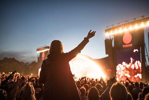 """8. Bu yıl 50. yıldönümünü kutlayacak olan Avrupa'nın en büyüklerinden Roskilde Festivali, """"kahrolarak"""" iptale gittiğini açıkladı."""
