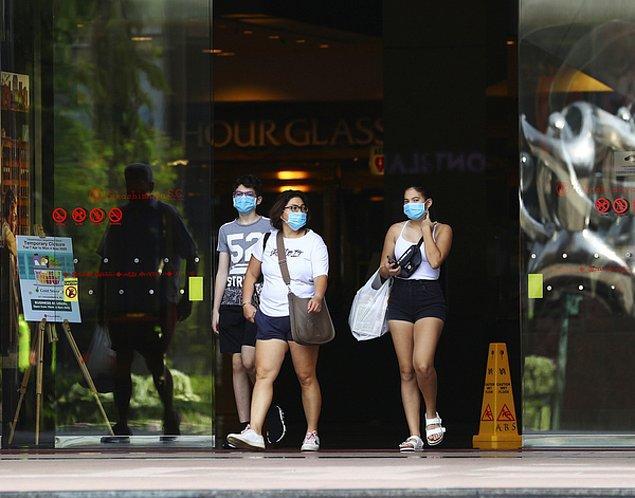 Singapur'da dışarıda maske takma zorunluluğu getirildi