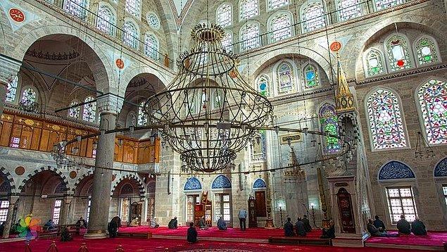 'Sembolizm' ile ünlü Mimar Sinan, İstanbul'da inşa ettiği bu iki camiyi de sembolize etmiştir.