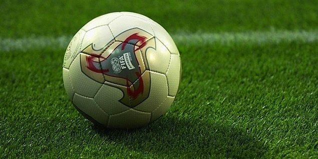 2. 2002 Dünya Kupası'nın resmi futbol topu Fevernova.