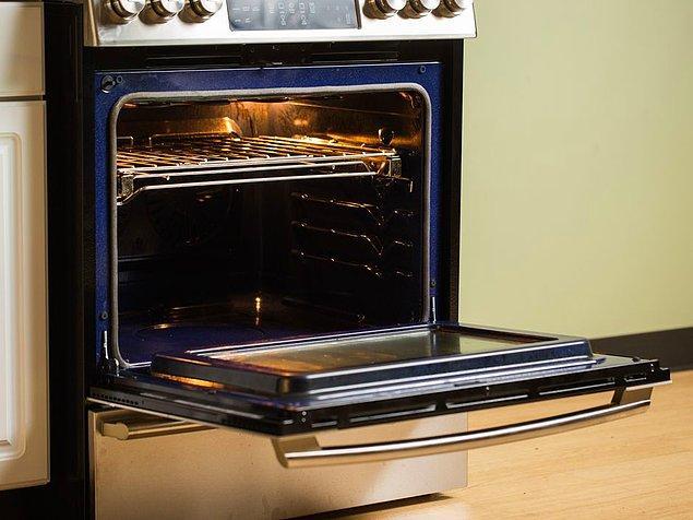 Durup durup fırını açan, kontrol edenlerden olmayın. Fırının kapağını her açtığınızda 10 derece kaybedersiniz. Aynı şey kapağı kapalı tencereler için de geçerli.
