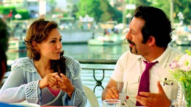 Bir süre oyunculuğa yönelen Özlem Tekin, kadrosunda Şener Şen, Meltem Cumbul, Güven Kıraş ve Şevket Çoruh gibi isimlerin de yer aldığı 'Mucizeler Komedisi' adlı tiyatro oyununda sahne aldı.