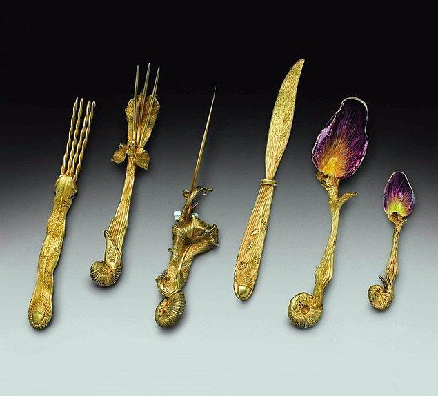 Tabii çatal bu kadar yaygınlaşınca ünlü sanatçılar ve tasarımcılar da bu işe el atıyor. İşte Salvador Dali'nin tasarımı...