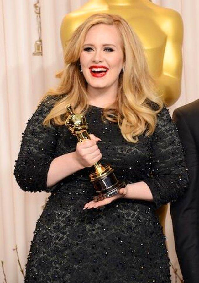 """""""Bu Adele ve nasıl yaşamak istediği ile ilgili bir durum. O hala birlikte büyüdüğümüz ve sevdiğimiz Adele."""""""