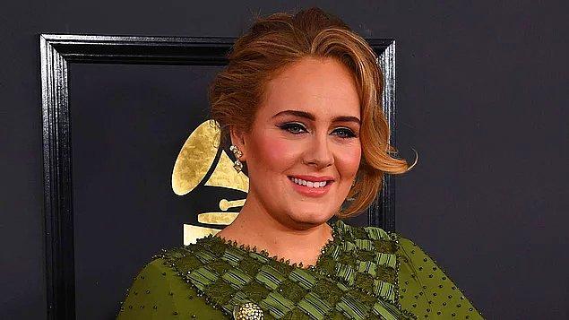 Hüzünlü şarkılarıyla her döneme damga vuran şarkıcı Adele'i hepimiz biliyoruz...