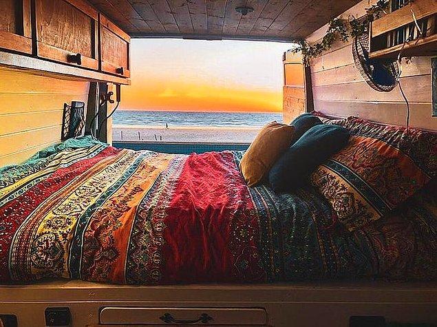 Hem dünyayı gezip hem de bu yatağa sahip olmak mı? Neyse hayal kurmayalım şimdi...