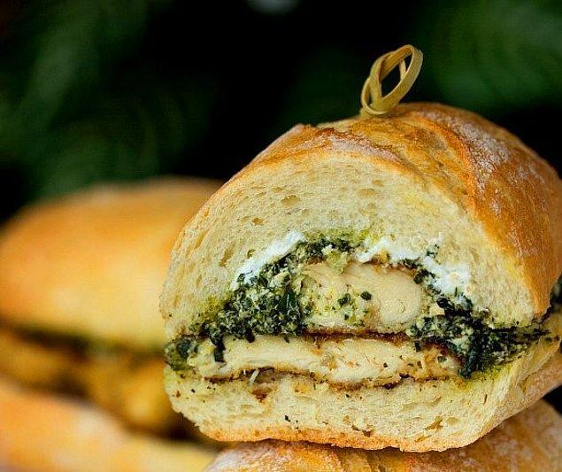 7. Tadı damağınızda kalacak: Pesto Soslu ve Tavuklu Sandviç