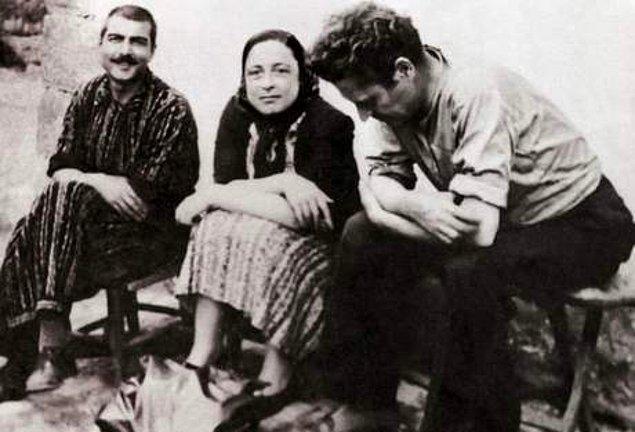1938 yılındaki askerlik hizmeti sırasında, Nazım Hikmet'le bir olup donanmada isyan çıkartmaya yeltendiği gerekçesiyle 15 yıl hapse mahkûm edildi.