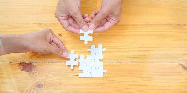 Puzzle'a köşe parçalarını yerine oturtarak başlayın.
