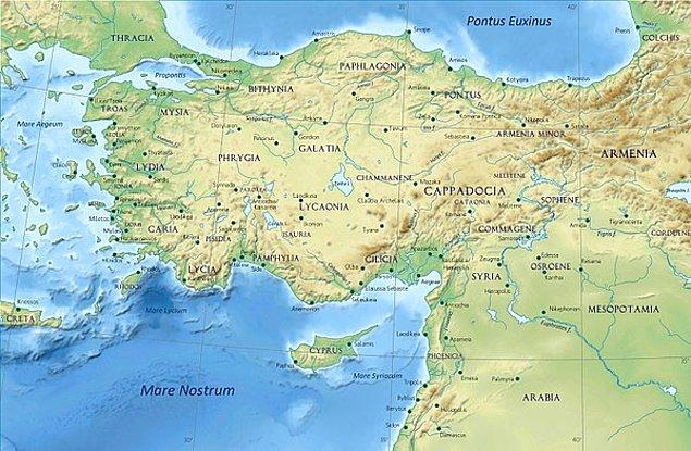 12 yıl sürecek olan Antakya, Ermenistan, Efes ve Gebze duraklarıyla birlikte Anadolu sürgününde Romalılar tarafından sürekli izlenen Hannibal, gittiği her yerde hükümdarlara tüyolar verir.