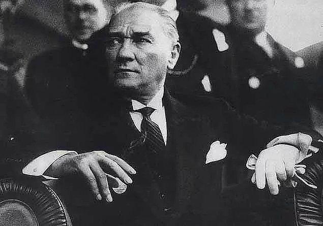 Atatürk bugünü Cumhuriyetin her daim bekçisi olacak gençlere armağan etti.