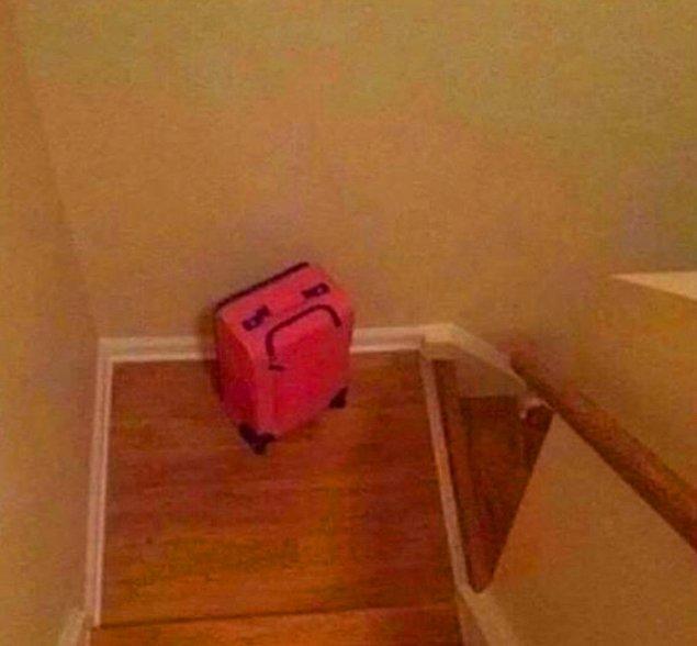"""16. """"Bu sene tatilin yalan olduğunu söyleyince valizim:"""""""