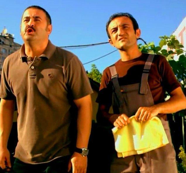 6. Şafak Sezer, Kutsal Damacana filminde birlikte rol aldığı Ersin Korkut ile Büşra Pekin'e ateş püskürdü!