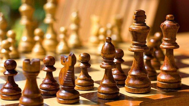 İki taraf için ilk dört turda oynanabilir 318,979,564,000 olası hamle bulunmaktadır.