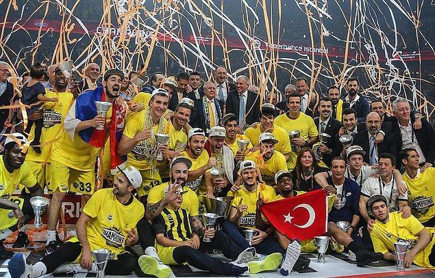 Aziz Yıldırım'ın başkanlık döneminde Fenerbahçe voleybol kadın ve erkek takımları hem dünya hem de Avrupa şampiyonlukları yaşadı.