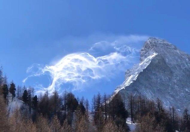 9. Bulut gibi duruyor değil mi? Aslında rüzgar etkisiyle dağdaki karın uçuşmasıyla oluşan bir görüntü: