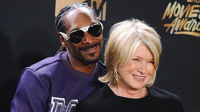 Yemek yaparken kendini Martha Stewart gibi hissedenlere, ya da yancısı Snoop Dogg olanlara... Herkese kolay gelsin! Şimdiden elinize sağlık!