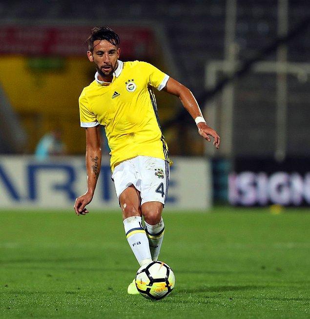 Mauricio Isla, yaklaşık üç senedir Fenerbahçe forması giyiyor.