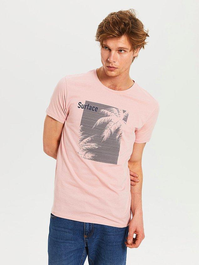 3. Kim demiş erkekler pembe giymez diye! LC Waikiki'nin erkek tişörtleri bu sezon gayet başarılı ve fiyat olarak da çok uygun.