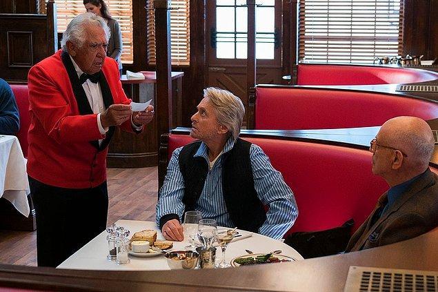 15. Bir cafe ve restoranda yemeğinizi yedikten sonra masayı toplayan garsona yardım edilmez.