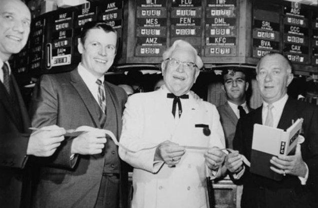 Birçok kişinin peşinden koştuğu Sanders, 2 milyon dolar karşılığında şirketini John Y. Brown'a satıyor.