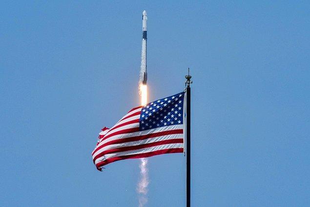 27 Mayıs için planan sefer olumsuz hava koşulları nedeniyle fırlatmaya 16 dakika kala durdurulmuş, fırlatma dün gerçekleştirilmişti.