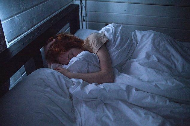 Gece uykunuzda nabzınız yavaşlar ve kalp basıncınız düşer.