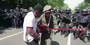 Bağlama, Halay, Boateng Formalı Bir Adam ve Polislerin Olduğu Dikkat Çeken Protesto Görüntüsü