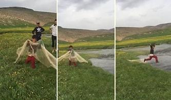 Bu İşte Bir Terslik Var: Abileriyle Balık Avına Çıkan Ufaklık Ağ Atmak İsterken Kendini Suyun İçinde Buldu