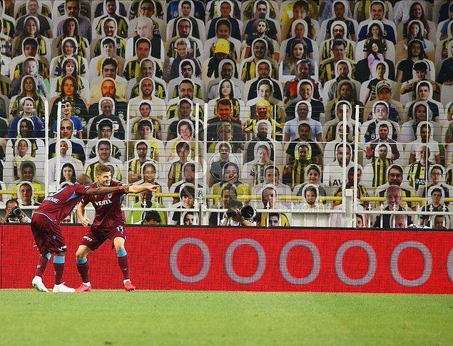 Kalan dakikalarda başka gol olmayınca ilk yarı 1-1 sona erdi.