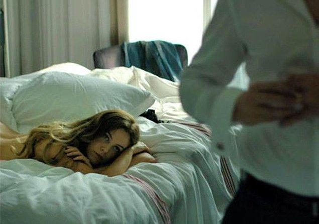"""10. """"Sen çıplak bir şekilde beklerken karşındaki erkeğin prezervatif bulmak için uğraşması... 👁👄👁"""""""