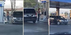 Aracına Benzin Almak İsteyen Ancak Bir Türlü Yakıt Deposu ile Pompayı Aynı Tarafa Denk Getiremeyen Kadın