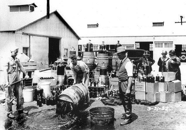 5. Devlet, yasaklar boyunca gerçekten alkolün içine zehir attı.