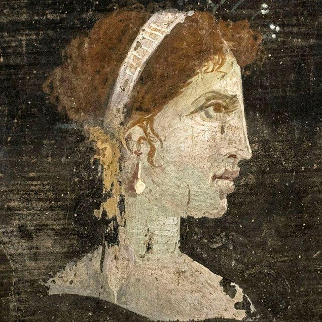 8. Kleopatra Mısırlı değildi.