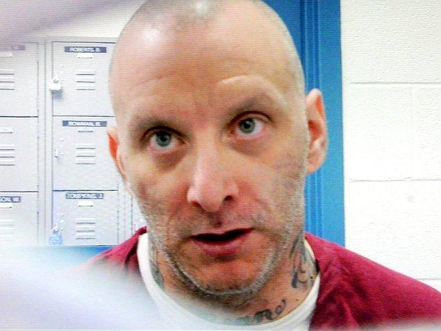 """7. ABD'de bir suçlu hapisteyken iki arkadaşını öldürmüş, ölüm cezasına çarptırılmazsa öldürmeye devam edeceğini söylemişti. 2013'de bu suçlu kendi tercihi olan elektrikli sandalye ile öldürüldü. Son sözleri """"kıçımı öpün"""" olmuştu."""