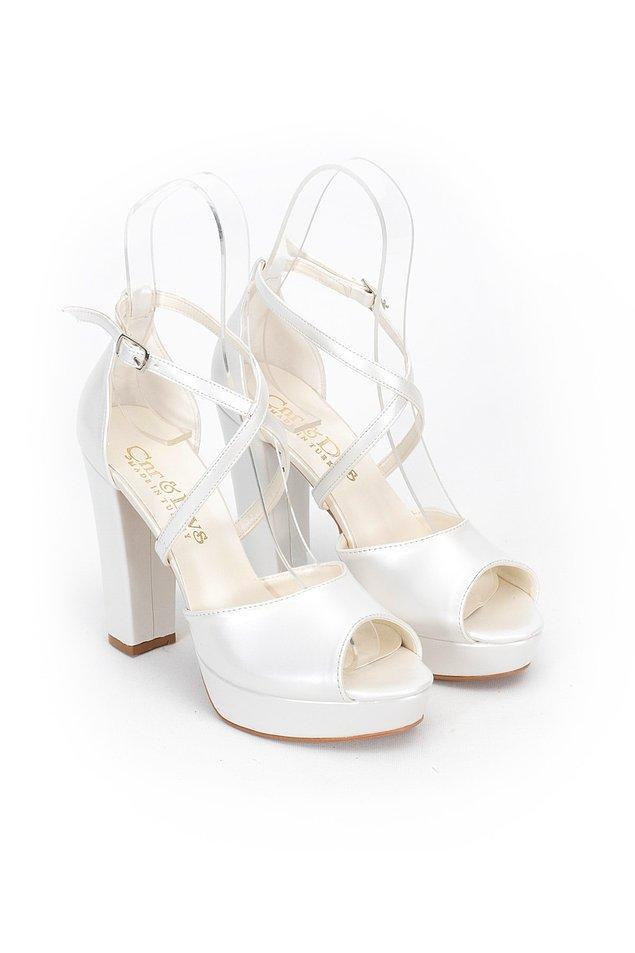 8. Tam bir gelin ayakkabısı...
