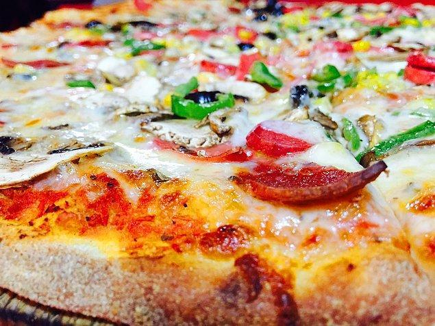 5. Bilinen ilk pizza teslimi 1889 yılında İtalya'da kral ve kraliçeye yapılmıştı.