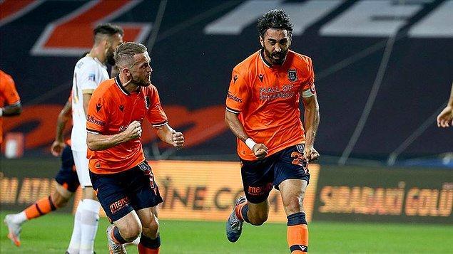 Medipol Başakşehir, Süper Lig'de Trabzonspor'un İttifak Holding Konyaspor'a 4-3 yenilmesiyle bitime bir hafta kala şampiyon oldu.