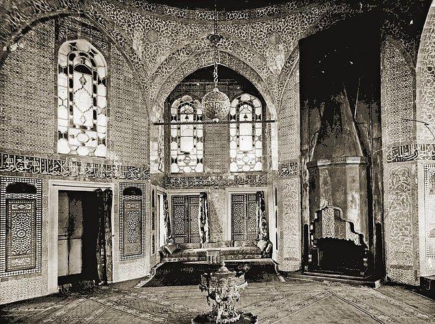 Bugün mangal dediğimizde akla gelen ilk şey hepimizde aynı galiba öyle değil mi? Halbuki Osmanlı'nın ilk yıllarından itibaren mangal, çok önemli ve pratik bir ısınma aracı.