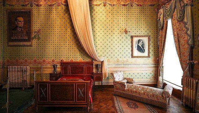 Ve dönemin en ileri teknolojisi olan kalorifer sistemi Dolmabahçe'ye geldiğinde yıl 1912'dir ve tahtta 5. Mehmed Reşad vardır.