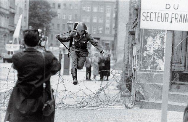 2. Doğu Berlin'den Batı Berlin'e zıplayış.