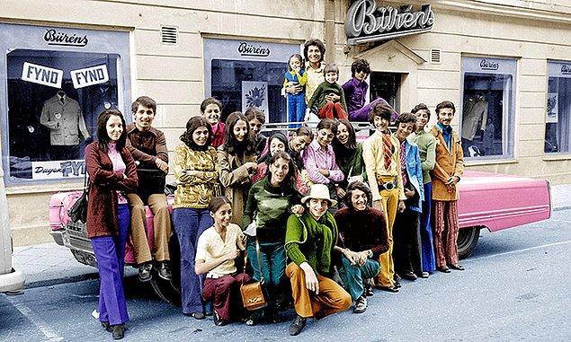 8. Ailesiyle İsveç'te olan soldaki kahverengi gömlekli kişi Usame Bin Ladin.