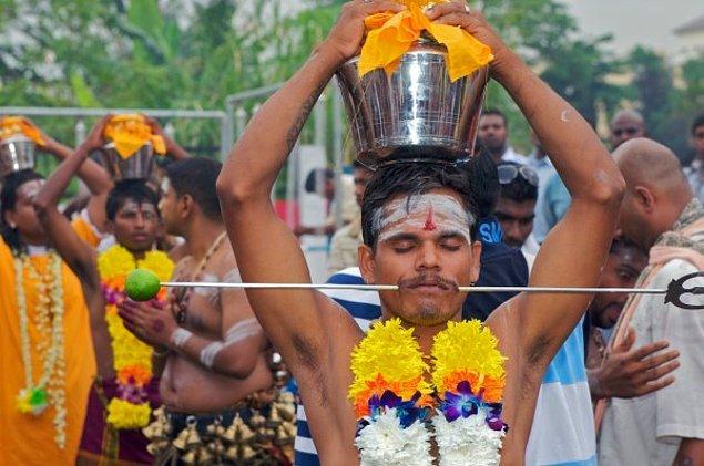 Papua Yeni Gine'de yaşayan Matasu kabilesinin yapmış olduğu bu ritüel, adeta birer gelenek halini almış.