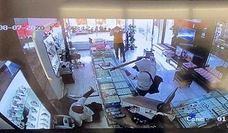 Kuyumcuyu Soymaya Çalışan Pompalı Silahlı Adamı Etkisiz Hale Getiren Karı-Koca